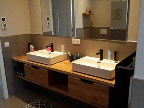 Stoere moderne badkamer opgeleverd in Zeddam