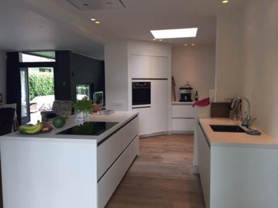 Moderne greeploze keuken in Almelo