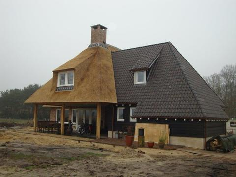 dakpannen en gevelstenen geleverd door Witzand